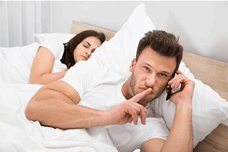 Gaat jouw partner vreemd? Bekijk hier de signalen